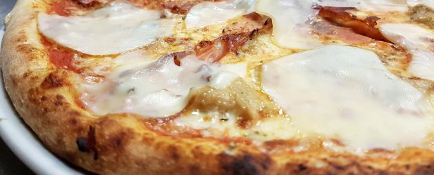 Duchessa : pizza aux cèpes et à la scamorza